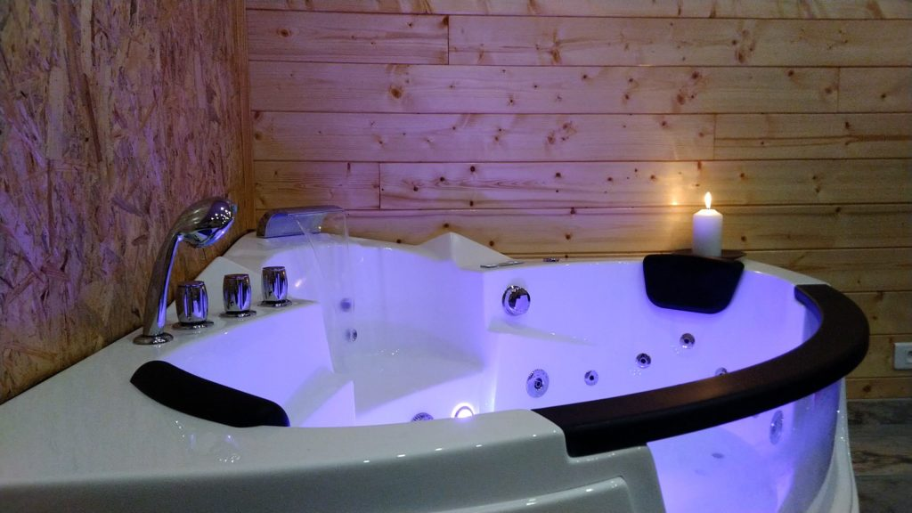 baignoire balnéo avec bougie